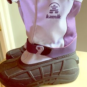 Girls 5 women's 7  Kamik snow boots